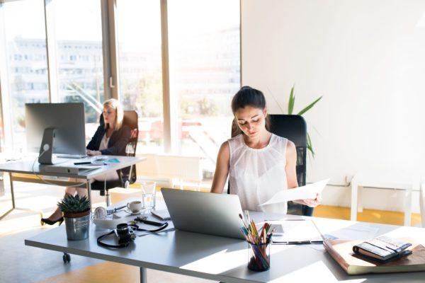 Mesa de trabalho: 4 dicas para organizar seu espaço segundo Marie Kondo